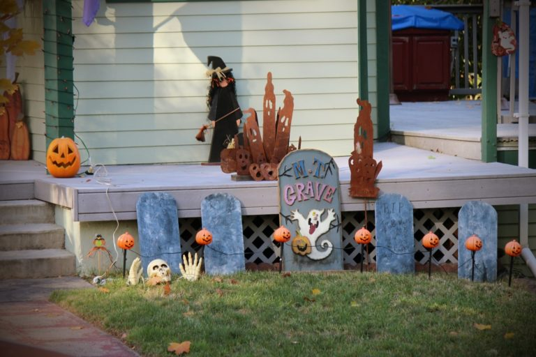 halloween-decorations-1413780169Pxe-768x512